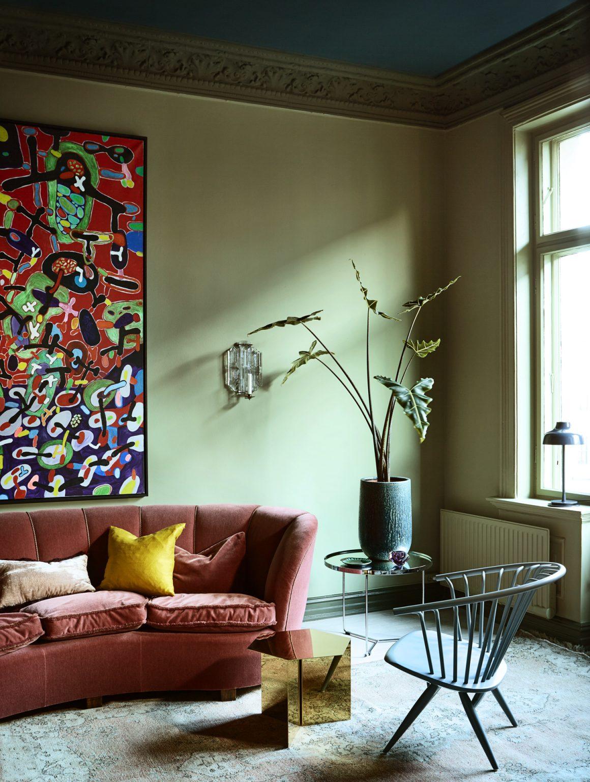 05_pure_original_landscape_walls_belgian_wilderness_moldings_steelblue_ceiling