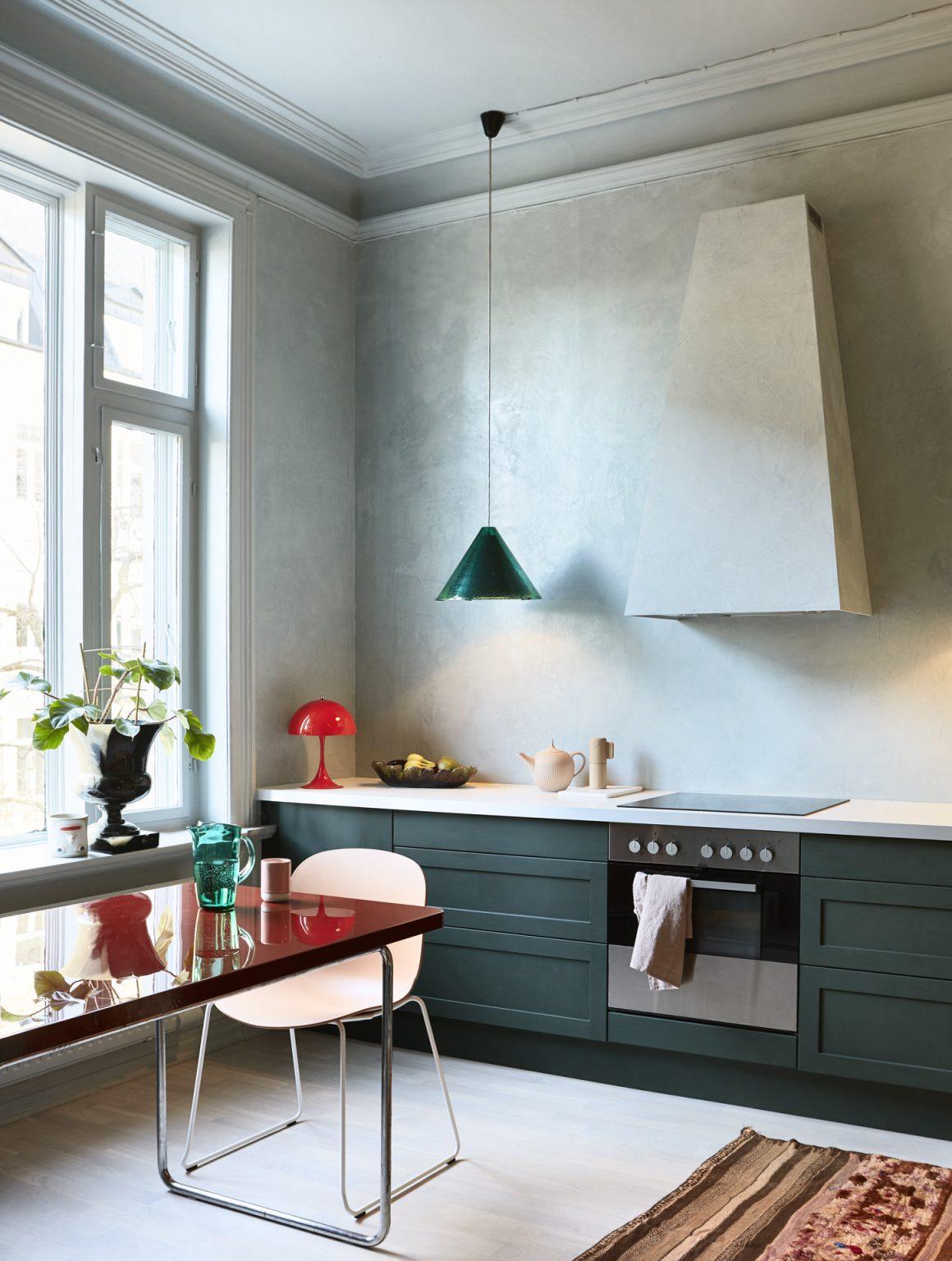 07_pure_original_polarblue_wall_blackhills_kitchencabinets
