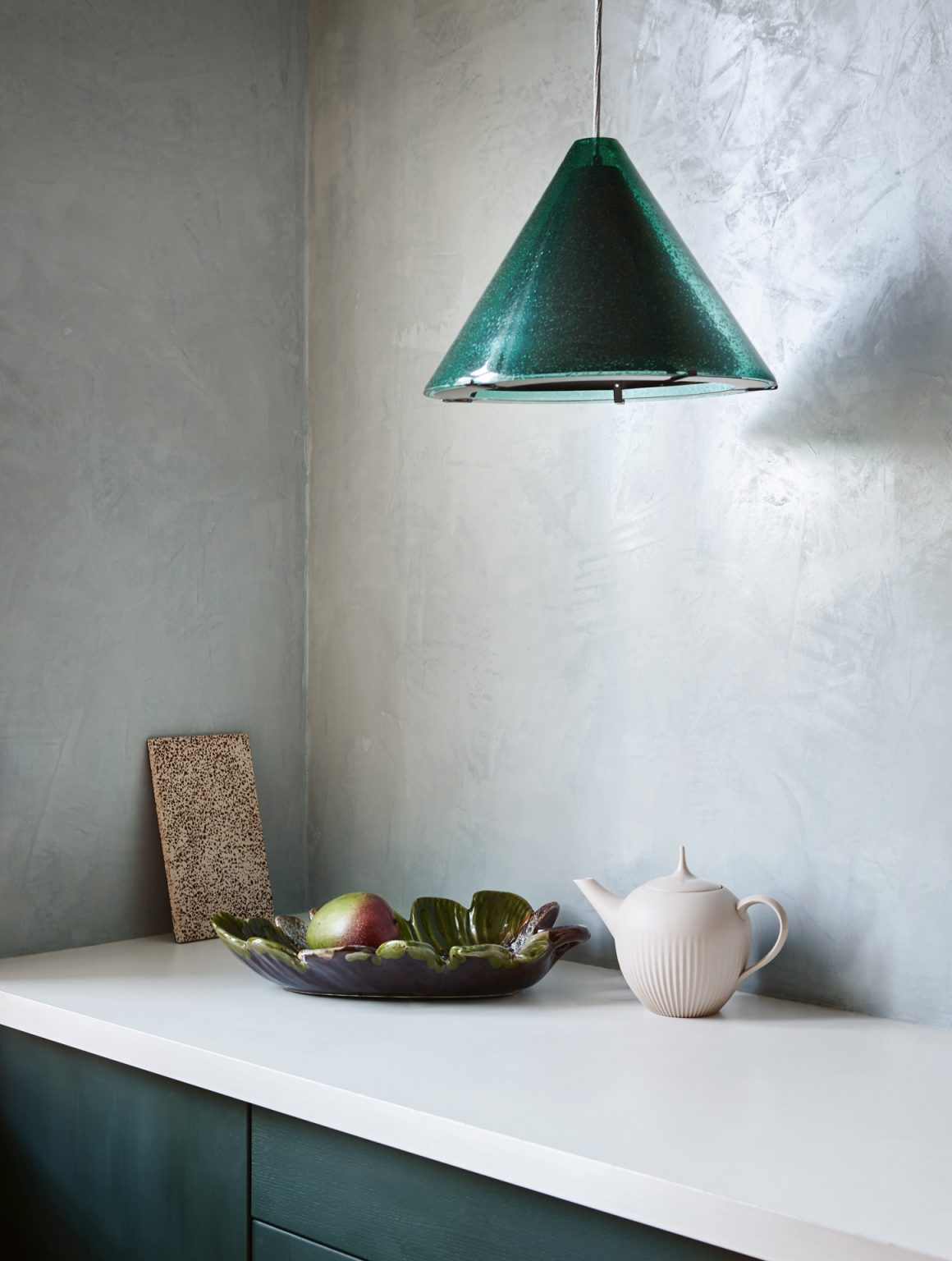 08_pure_original_polarblue_wall_blackhills_kitchencabinets